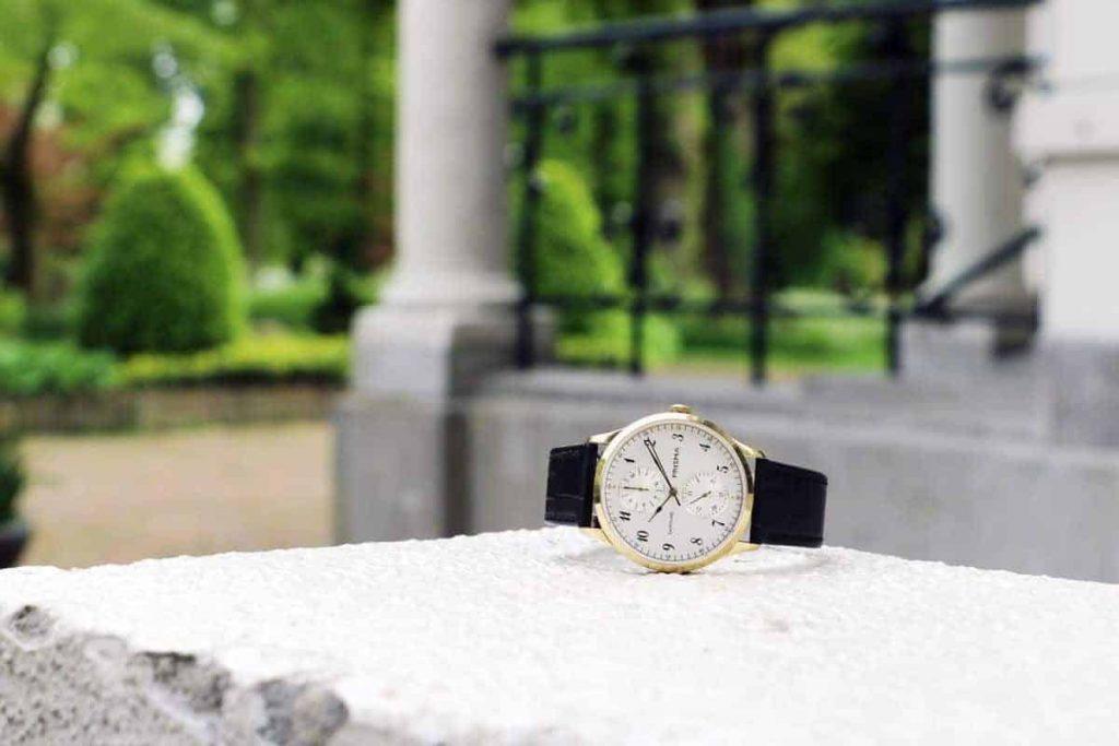prisma traveller vigorous gold gemeentehuis horloge watch