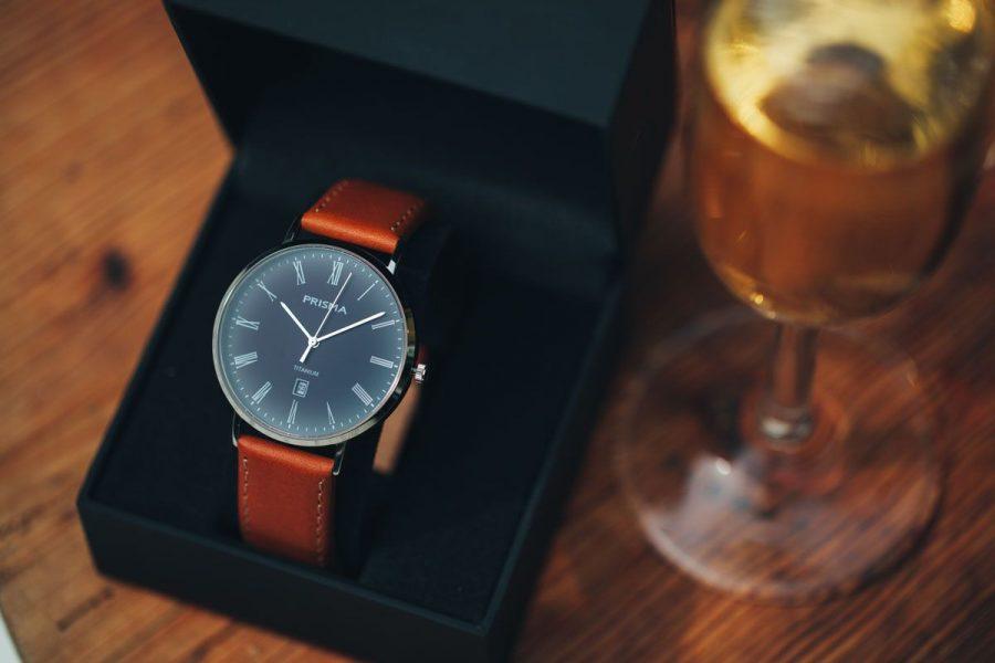 cadeau voor afstuderen man geslaagd horloge geven