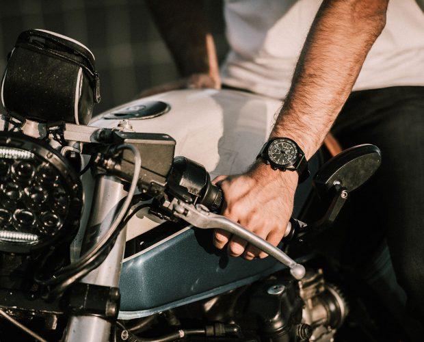 sportief horloge mannen prisma aviator prismadaily taming wild horse