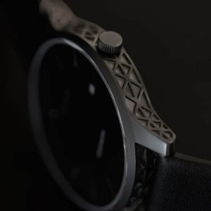 prisma-leeghwater-zijkant-closeup-donker-gecentreerd
