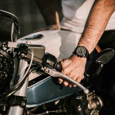 sportief-horloge-mannen-prisma-aviator-prismadaily-taming-wild-horse